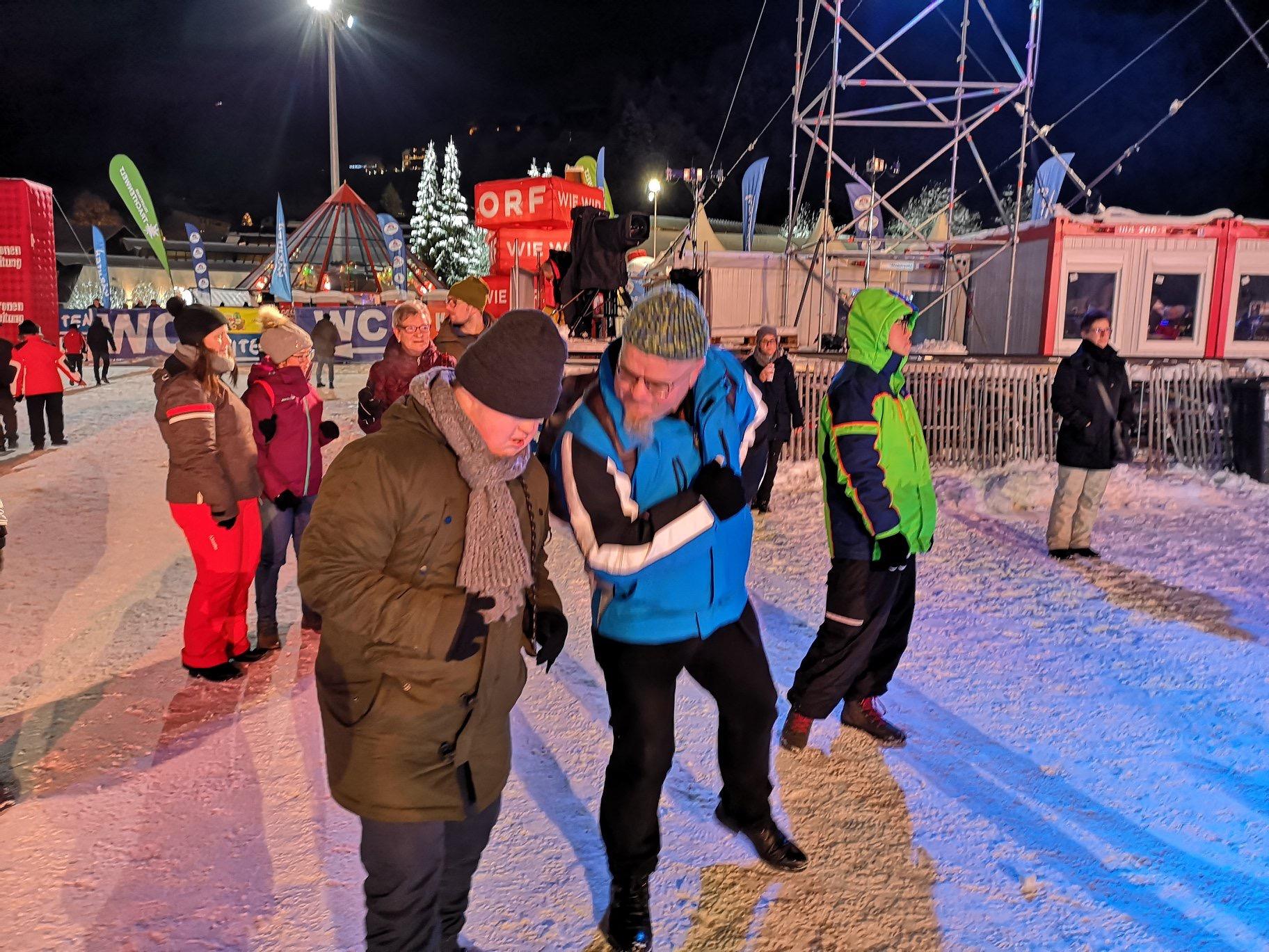 Winter Open Air Bad Kleinkirchheim Heinz mit Klientin beim Tanzen